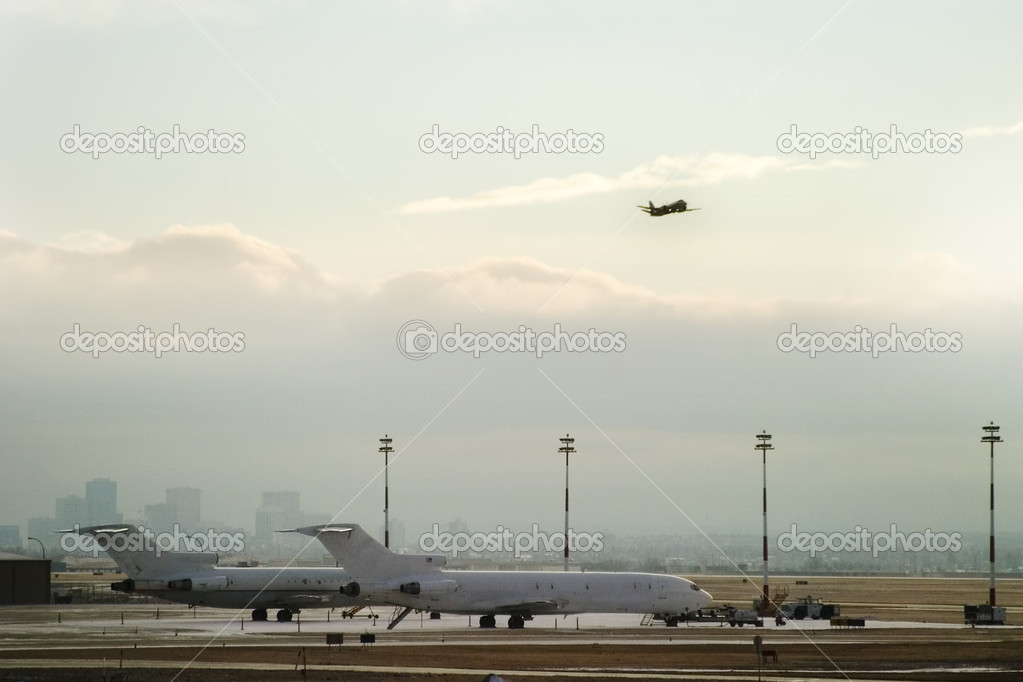 Airplane taking on from the airport. — Stock Photo #5723276