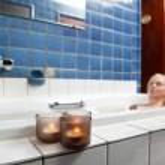 Beautiful young woman relaxing in bathtub — Stock Photo