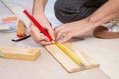Mano recortada de un carpintero — Foto de Stock