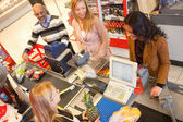 Kruidenier en supermarkt lijn — Stockfoto