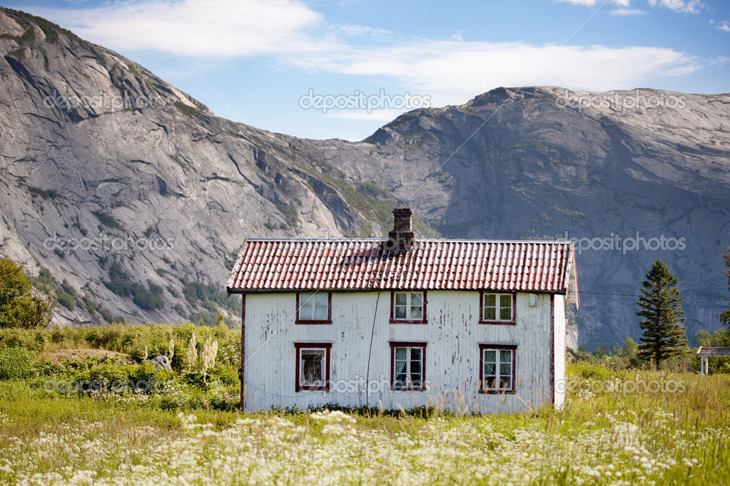 An old abandoned house in rural Norway — Stock Photo #5732527