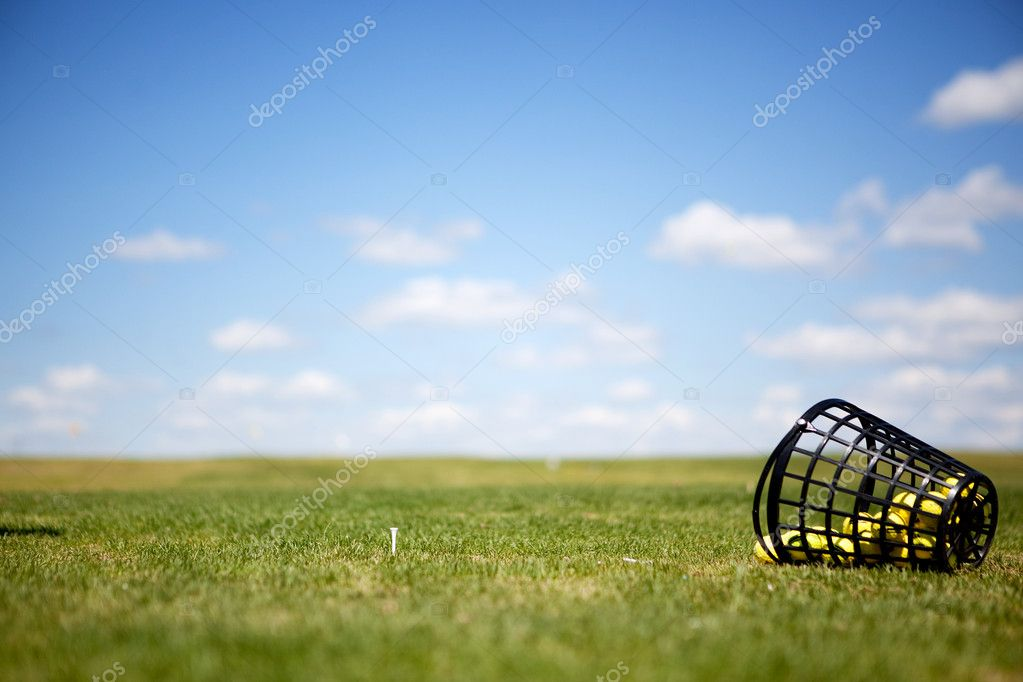 A tee and yellow golf balls on a driving range  Photo #5732655
