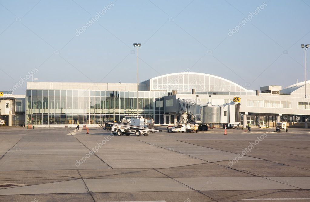A empty small airplane terminal and tarmac — Stock Photo #5732738