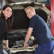 Female Customer with Mechanic — Stockfoto