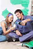微笑的夫妻有香槟 — 图库照片