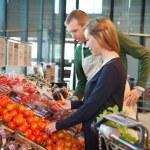 Woman buying tomatoes — Stock Photo