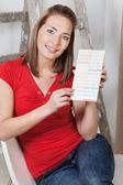Mulher, apontando para a amostra da cor — Foto Stock