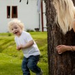 Young Boy Playing Hide and Seek - Foto Stock