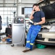Mechanic Talking on Phone - Stockfoto