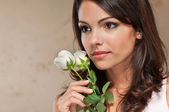 Young woman holding roses — Stock Photo