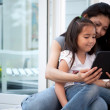plezier met digitale tablet — Stockfoto