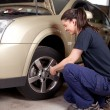 Woman Mechanic Tire Change — Stock Photo