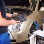 Mechanic with Diagnostic Equipment — Stock Photo