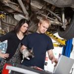 Mechanic with Sceptical Customer — Stock Photo