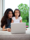 Mother and Daughter Using Computer — Stock Photo