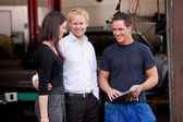 Mechanic with satisfied Customer — Stockfoto