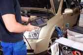 Mechanic with Diagnostic Equipment — Stock Photo