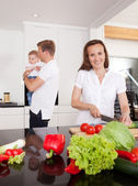 Family in Kitchen — Stock fotografie