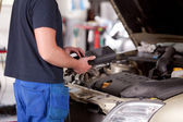 Mechanic with Diagnostic Equipment — Stockfoto