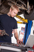 Auto Mechanic with Laptop — Stock Photo