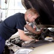 Mechanic Fixing Car — 图库照片