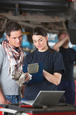 Female Mechanic Explaing Repairs to Client — Stock Photo