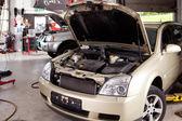 Atelier de réparation de voiture — Photo