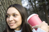 Close-up van vrouw koffie drinken — Stockfoto