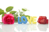 "Red Rose, gift box and the text ""LOVE"" — Stock Photo"