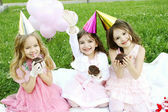 Children's Birthday Party outdoors — ストック写真