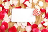 Tarjeta y rosas — Foto de Stock