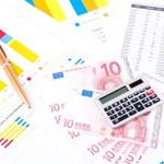 Financial chart and data sheet. European money and pen. — Stock Photo #6130941