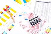 Finansowe arkusz wykresu i danych. europejskich pieniędzy i pióra. — Zdjęcie stockowe