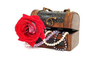 Treasure chest with jewelry — Stock Photo