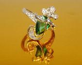 Platinum emerald ring — Stock Photo