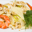 Salad with iceberg lettuce and shrimp close-up — ストック写真