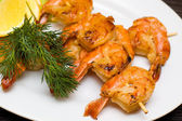 Grilled shrimp with dill and lemon — Stock Photo