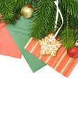 Decoración y árbol de navidad verde aislado - fondo de navidad — Foto de Stock