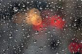 Cam zemin üzerine yağmur damlaları — Stok fotoğraf