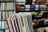 Vinyl records op record store — Stockfoto