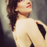Studio portrait of a young brunette woman — Stock Photo