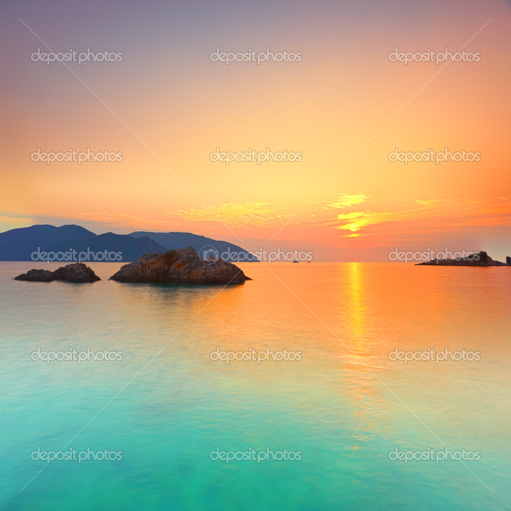 Sunrise over the sea. Con Dao. Vietnam — Stock Photo #6145015