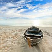 Al sorgere del sole in barca — Foto Stock