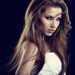 krásná žena portrét na černém pozadí — Stock fotografie