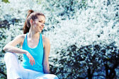 Beautiful sporty girl in park — Stock Photo