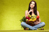 Frutas e legumes de compras — Foto Stock