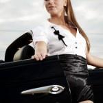 Fashion vintage woman with cabrio car — Stock Photo