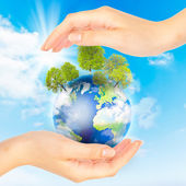 Hands and Earth. Concept Save green planet. — Stock Photo