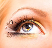 Beautiful eye with makeup — Stock Photo