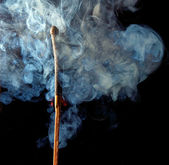 Coincide con el fuego y el humo — Foto de Stock